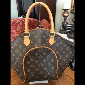 Authentic Louis Vuitton monogram ELLIPSE MM